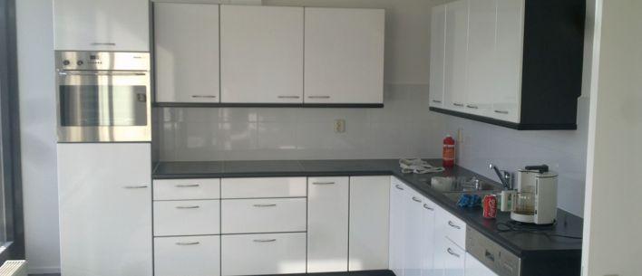 Keuken met hoogglans lak gespoten